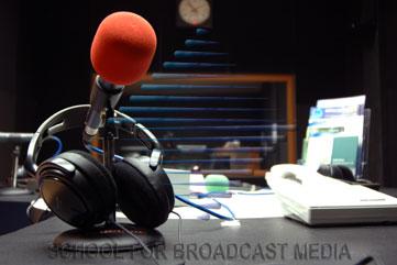 http://4.bp.blogspot.com/--7fG-VA8We0/UJZ2qyDV1rI/AAAAAAAAAdM/zZto8a9TBr0/s1600/studio-radio.jpg