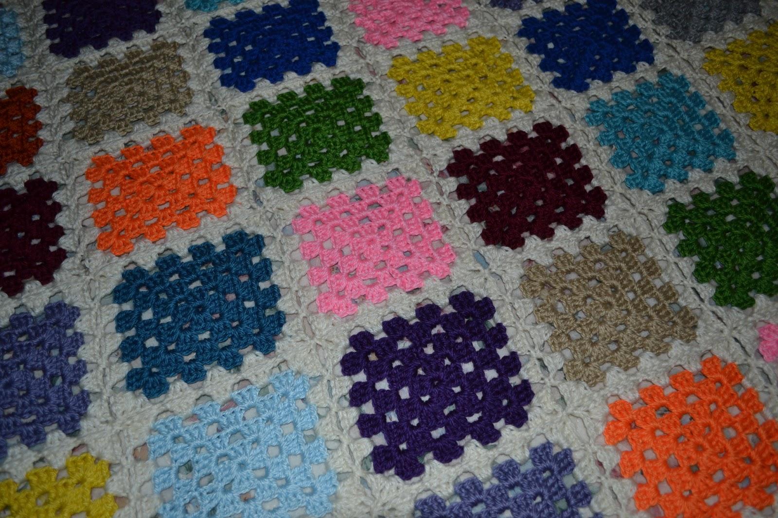 Tejidos crochet de Susana: Manta con grannys de diferentes colores.