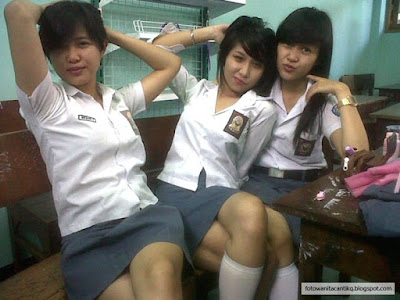 "77 Foto Cewek SMA ""Ber-Pose"" Cantik"