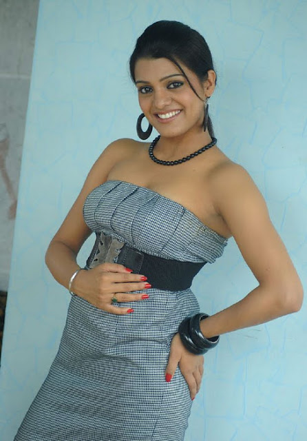 Tashu Kaushik in strapless tight dress