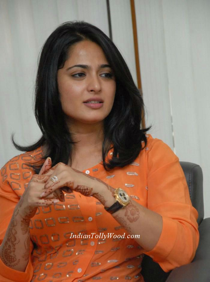 .actress Anushka in orange top white pant photos.Anushka in orange ...