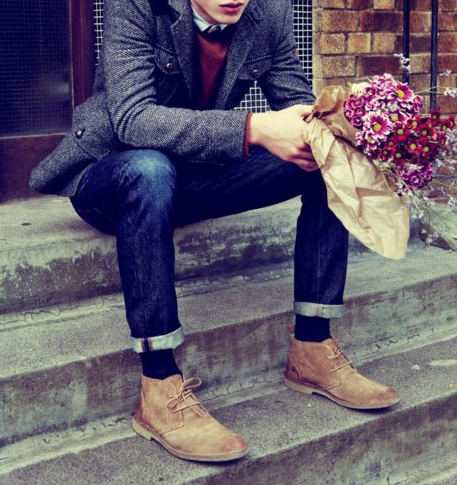 imagenes de hombres con ramos de rosas esperando a su