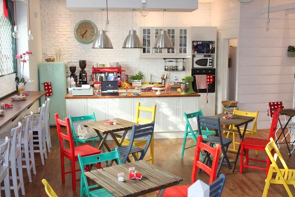 Galicia cool magazine tosta e tosti a una cafeteria for Diseno de interiores cafeterias pequenas