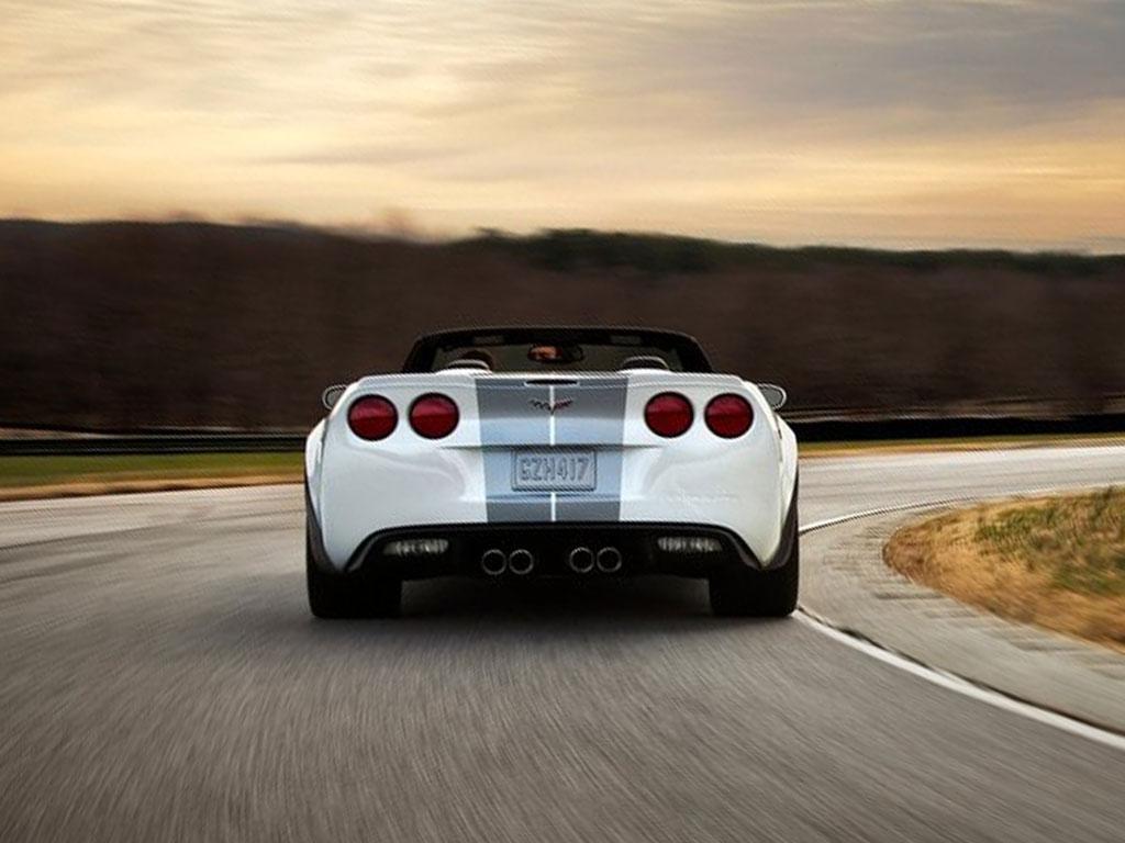 http://4.bp.blogspot.com/--9HHdbn7RFQ/Txe3h8NyEvI/AAAAAAAAKSk/ThEI0tcLvxY/s1600/Chevrolet-Corvette-427-Convertible-%25282013%2529-3.jpg