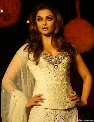 aishwarya_rai_beauty_queen_FilmyFun.blogspot.com