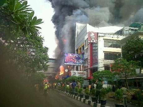 Foto Kebakaran King's Shopping Centre Bandung