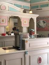 Online Mom Visit Plaza Ice Cream Parlor