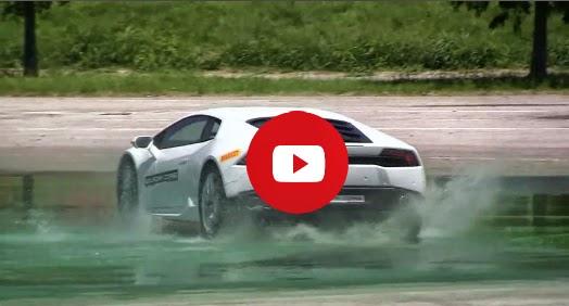 Lamborghini Huracan dérive sur l'eau