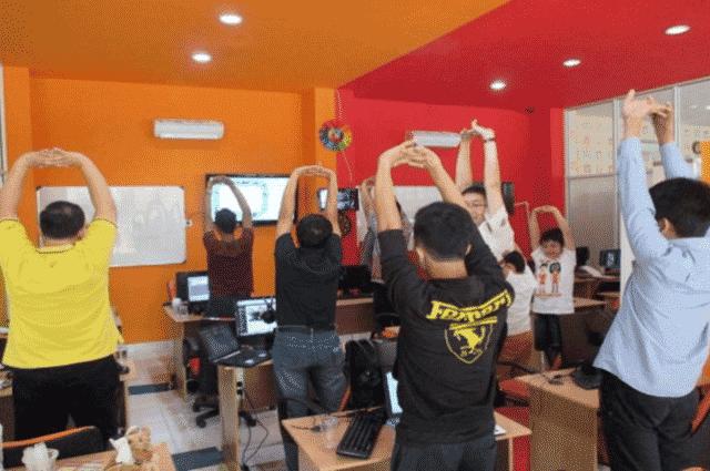 Stretching Atau Peregangan Oleh Murid Pada Tempat Kursus Website, SEO, Desain Grafis Favorit 2015 di Jakarta DUMET School