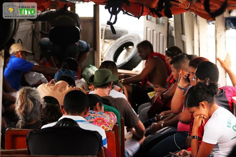 Interior de um barco que liga Icoaraci a Cotijuba através baía do Guajará, em Belém