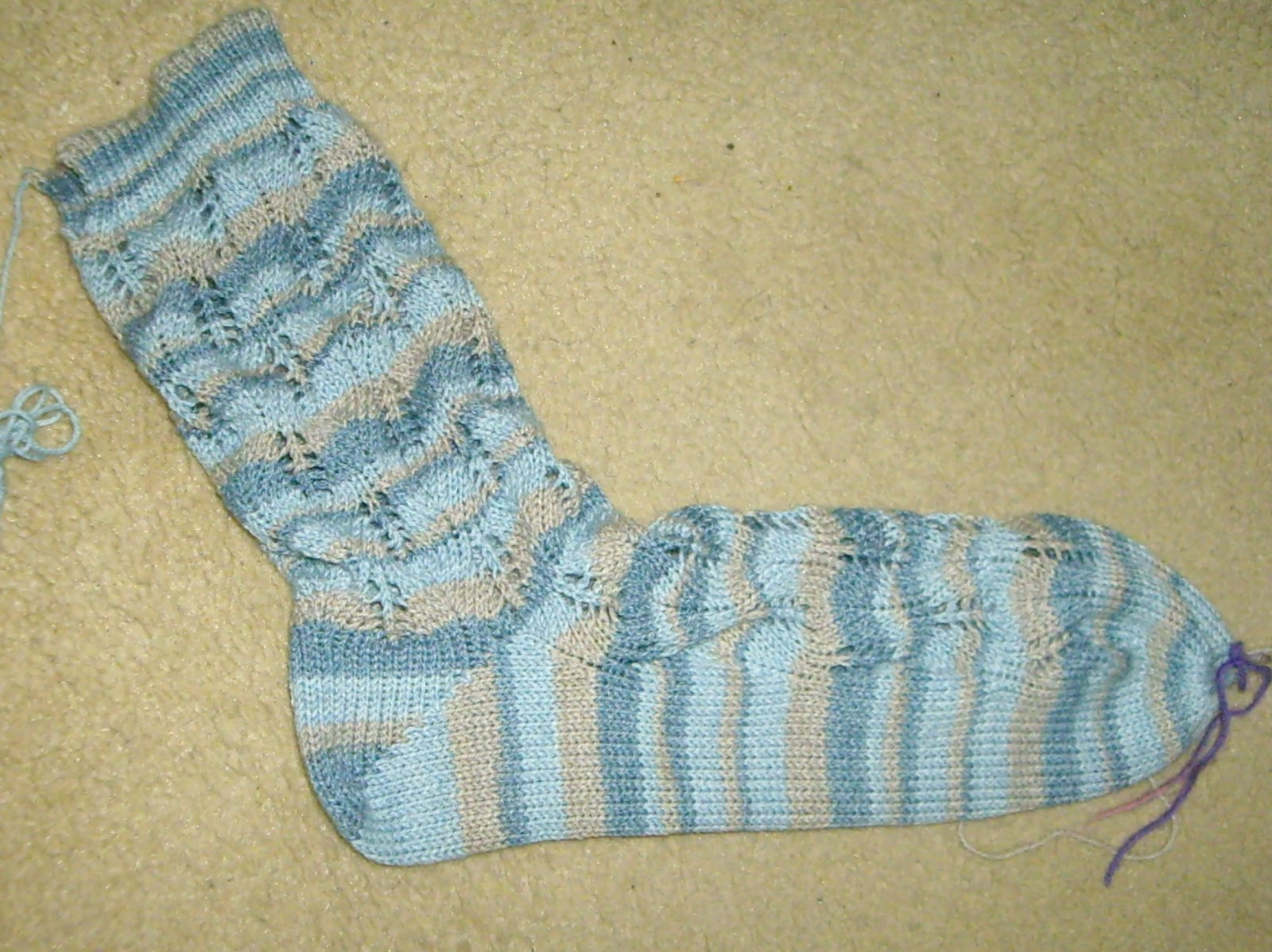 Ozlorna\'s Knitting Blog: Hand Tooling Lace Socks on My Passap