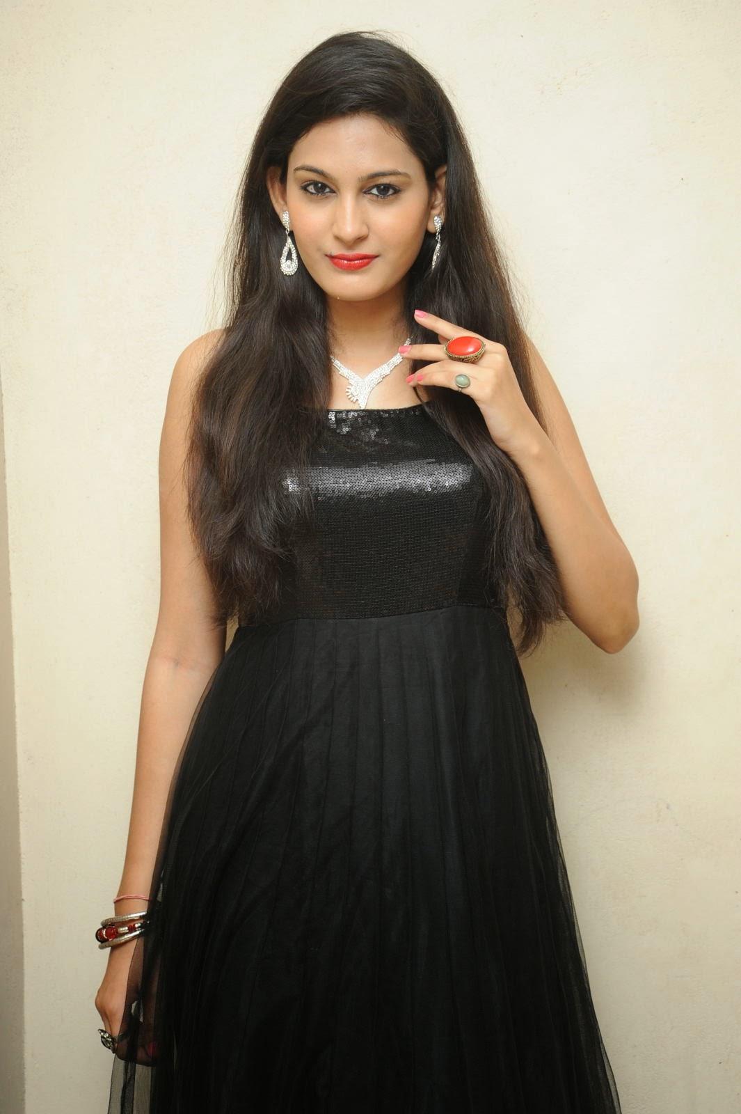 Swetha jadhav photos in black dress at inka emianukoledu movie audio