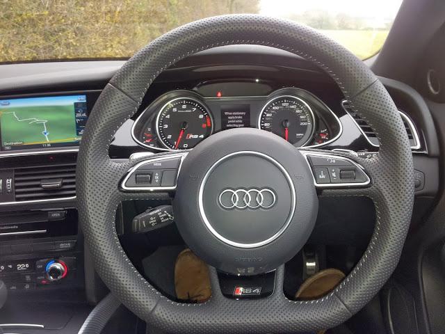 2014 Audi RS4 interior