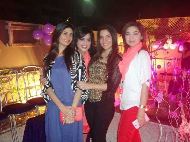 Nida Yasir With Friends