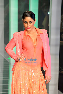 Kareena Kapoor stunning walks the ramp for Namrata Joshipura at Lakme Fashion Week 2013