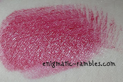 swatch-review-Makeup-Revolution-Amazing-Lipstick-Reckless-red