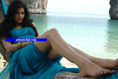 Shruti Hassan Feet & Legs