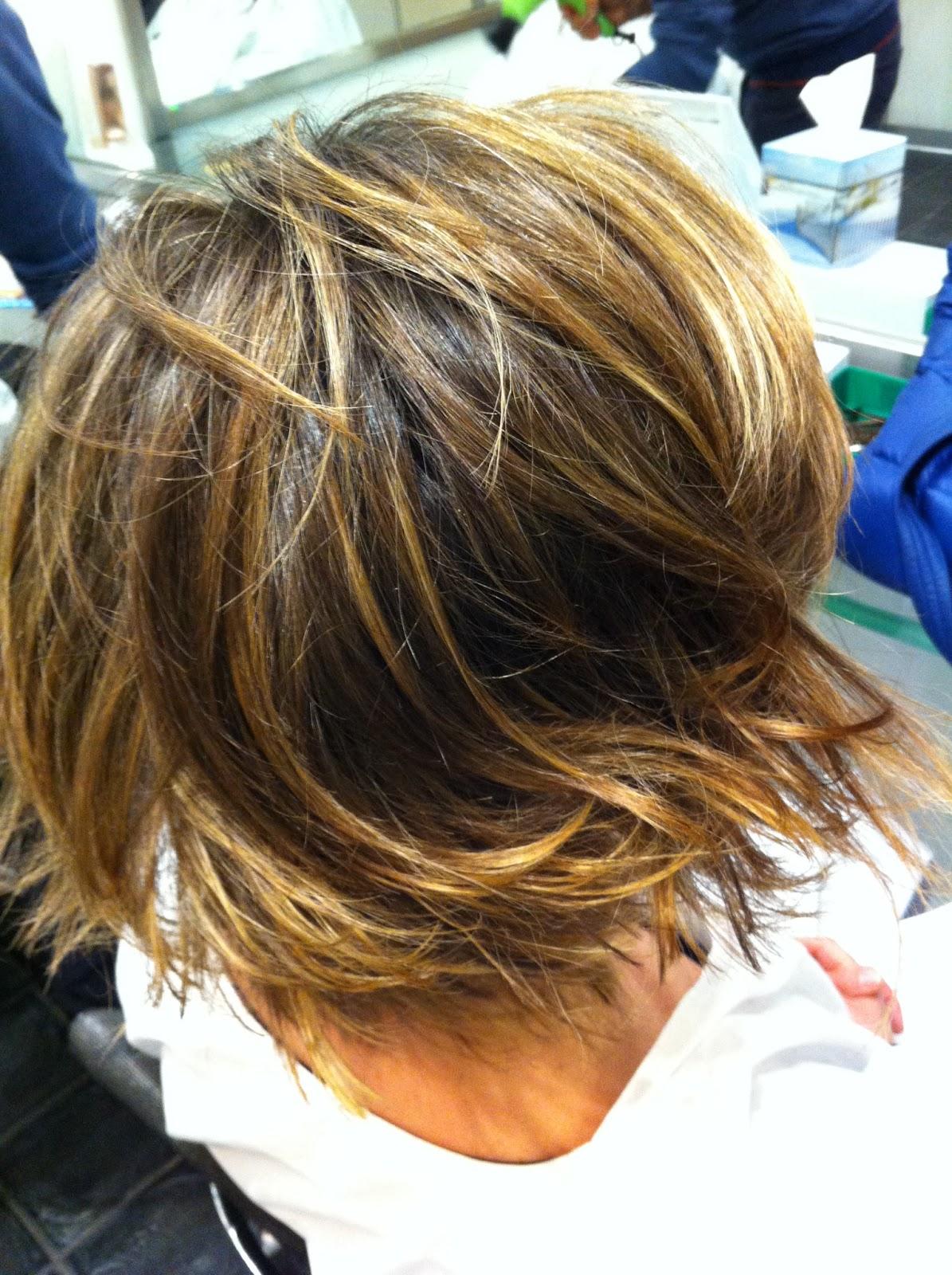 Tagli capelli medi scalati dietro