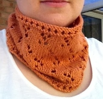 Easy Lace Cowl Knitting Pattern : Craft House Magic: A Simple Lace Cowl