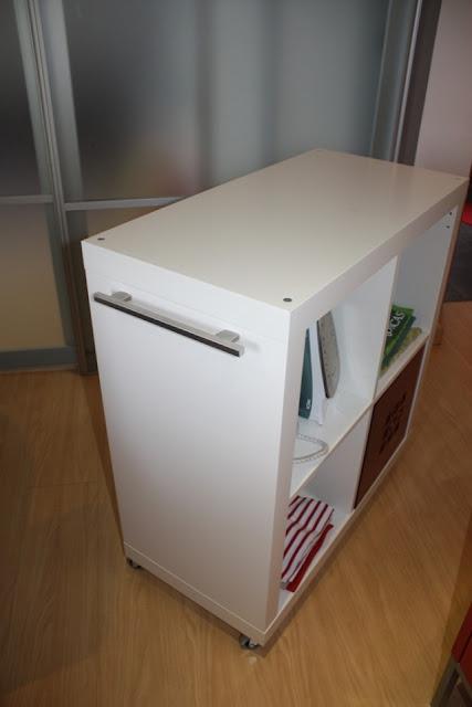 Ikea hack expedit mueble para planchar for Armarios de tela ikea