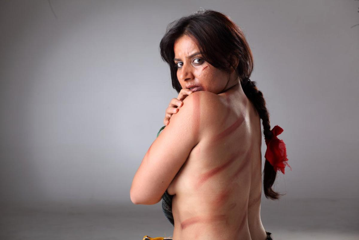 ONLY INDIAN: Hot Indian Housewifes