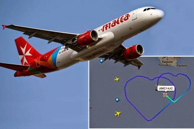 Pesawat Komersial Lakukan Bentuk Love Gergasi Di Udara
