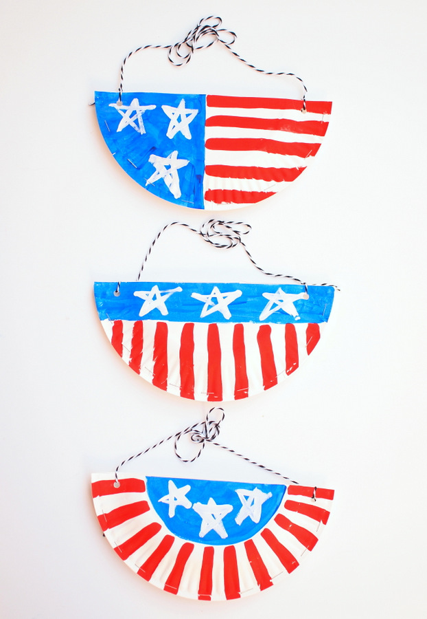 Easy Paper Plate Purses- Super fun kids craft! Just right for July 4th!  sc 1 st  Pink Stripey Socks & Let\u0027s make Patriotic Paper Plate Purses! | Pink Stripey Socks