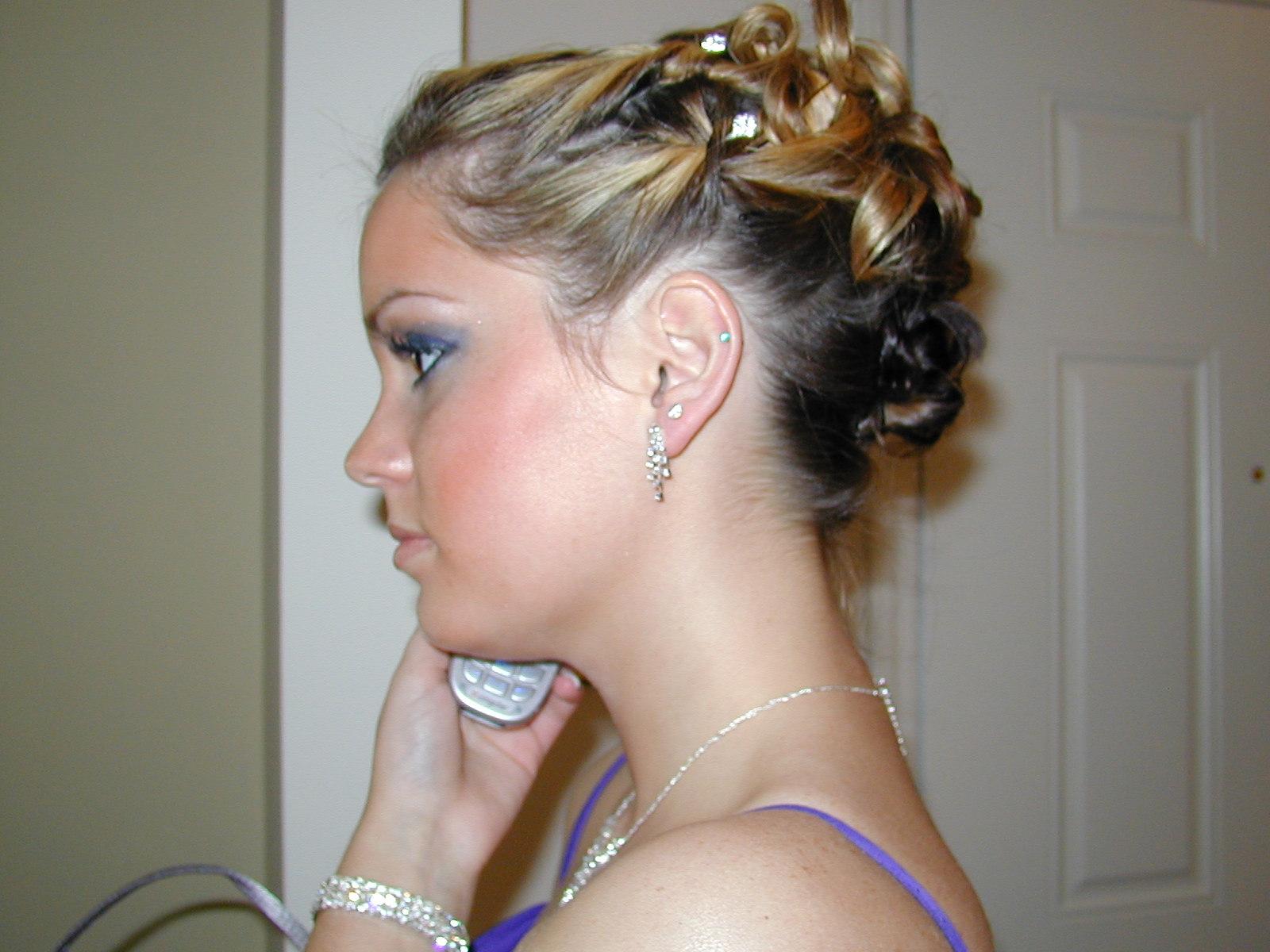 bridesmaid hairstyles half up