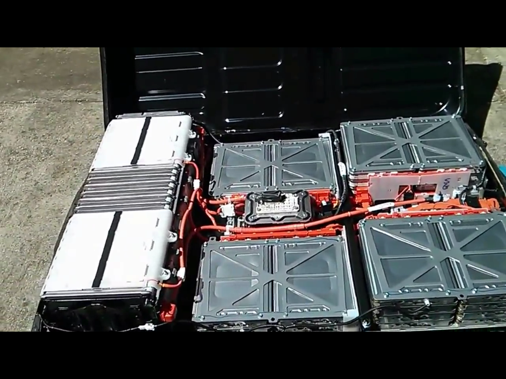 My e life now how to disassemble a 2013 nissan leaf battery pack i show how to open and take apart a 2013 nissan leaf battery pack to harvest the 48 battery modules each containing 4 cells inside vanachro Choice Image
