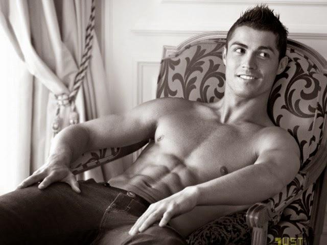Cristiano Ronaldo sem camisa
