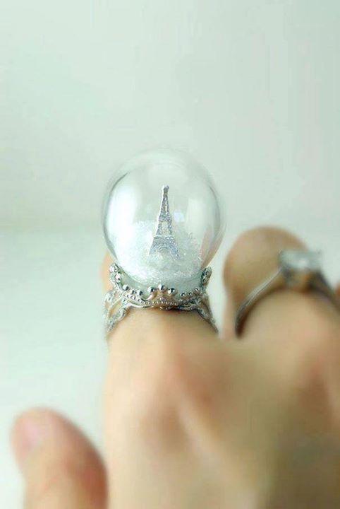 Menara eifel paris di dalam cincin