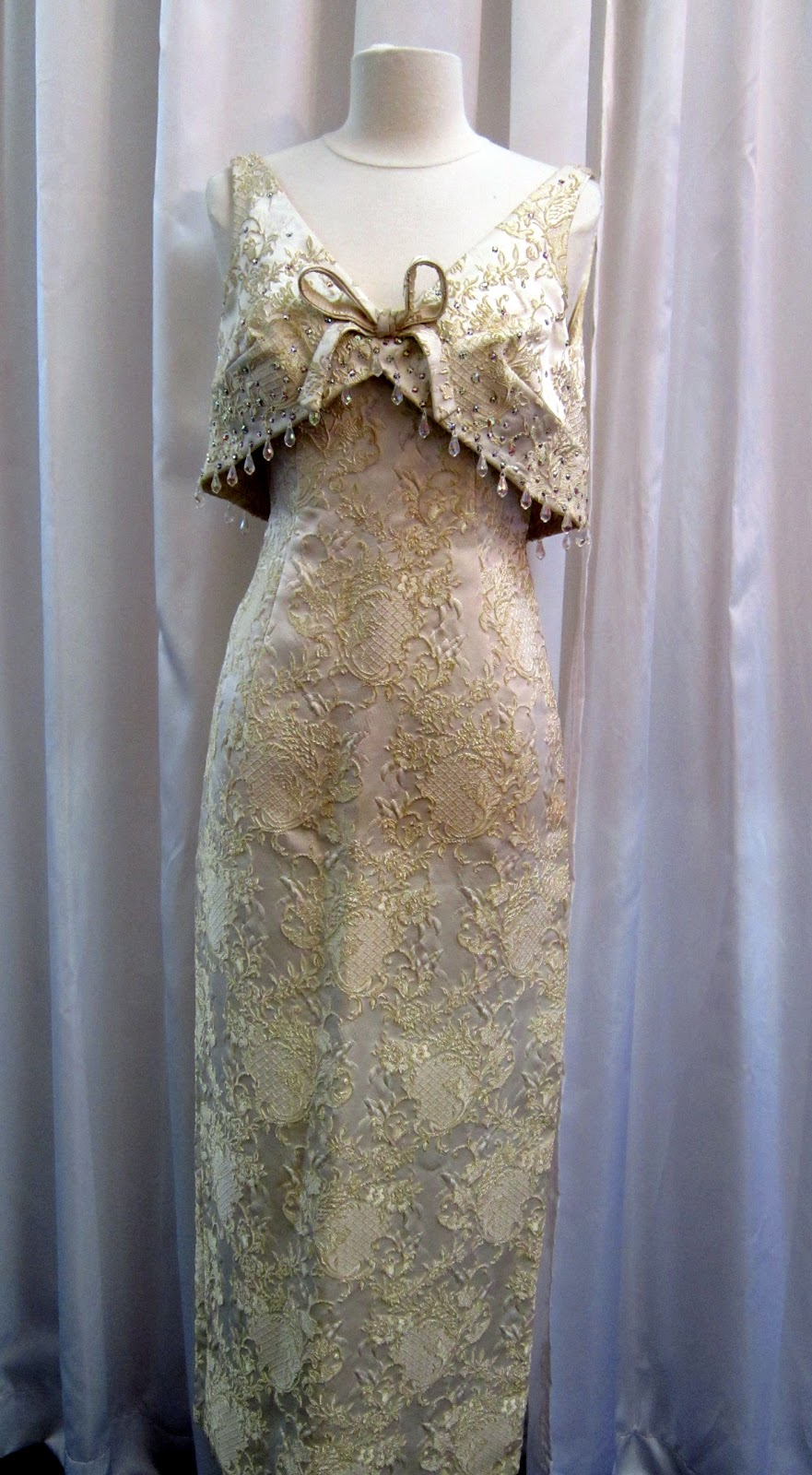 Dirty fabulous beautiful vintage wedding dresses just in for Wedding dresses with gold beading