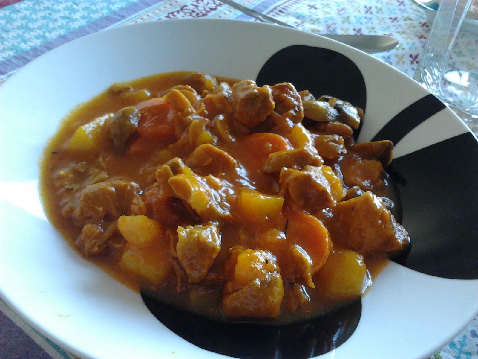 M s all de los fogones estofado de pavo con patatas y for Que cocinar con verduras
