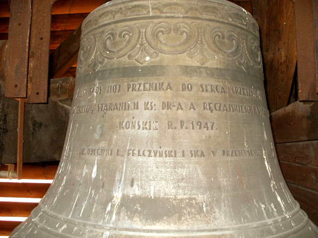 Końskie jeden z dzwonów zakupionych staraniem ks. Antoniego Ręczajskiego, wiernych i ks. wikariuszy - założony na wieży kościoła 1947.