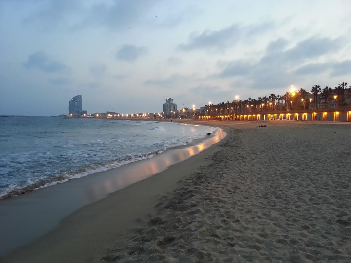 Playa de Barcelona al atardecer