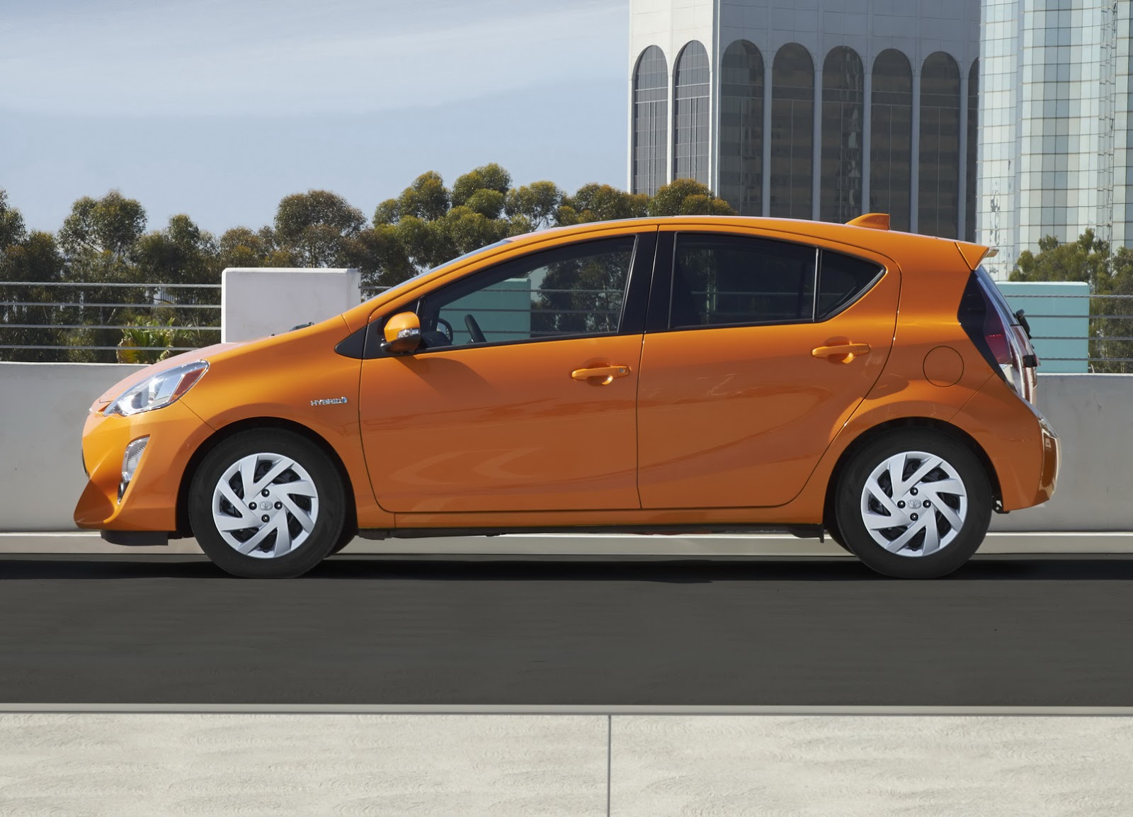 toyota gives 2015 prius c hybrid hatch a light makeover. Black Bedroom Furniture Sets. Home Design Ideas