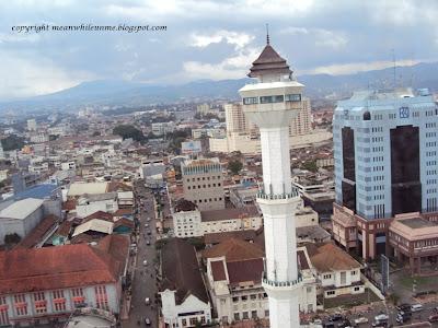 Hiruk-Pikuk Bandung Dilihat dari Salah Satu Menara