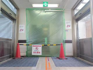 写真:閉鎖されていた第2病棟の1階フロア入口