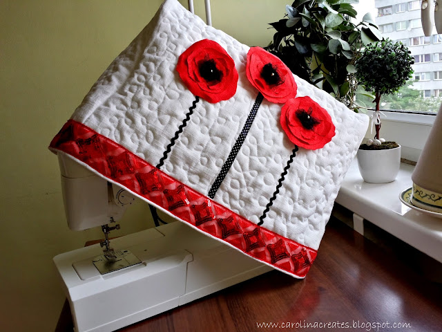 Sewing machine cover with poppy flowers