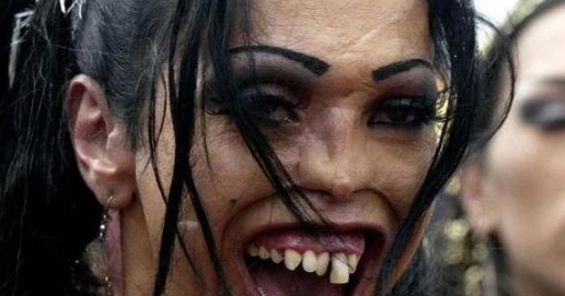 Mast Funny Wallpapers: Funny Picture Ugly Women Teeth Girl