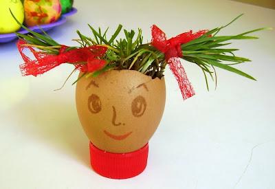 пророщенная трава в яйце