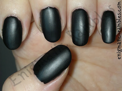 w7-black-quilted-nails-tutorial-how-to-striping-tape