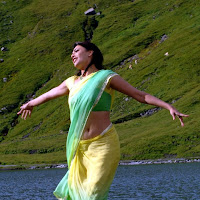 Kajal agarwal from thuppaki in saree