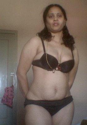 Mallu Hot Aunty Sajini In Bedroom -- Hot Mallu Mula Bra ...