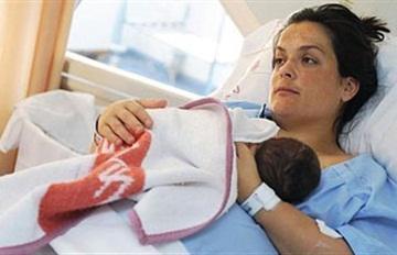 طبيب نساء: مشكلات الرضاعة قد يتسبّب فيها الطفل ذاته - الحمل الولادة مستشفى