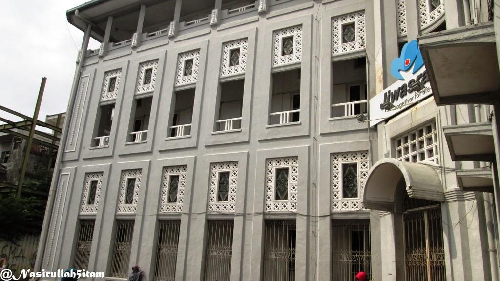 Bangunan lain di depan Kota Lama, Semarang