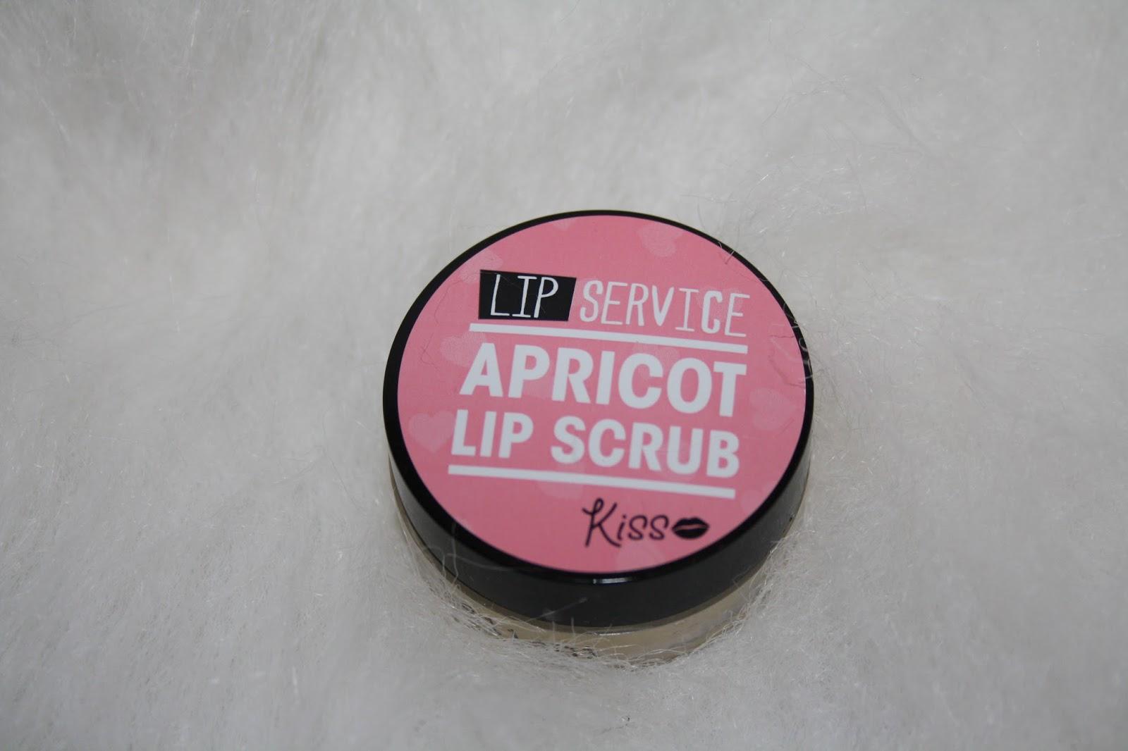 Wilkinsons Kiss Apricot Lip Scrub