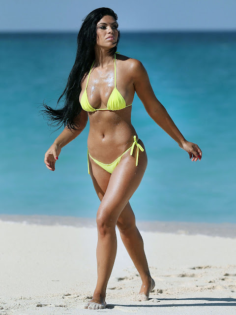 Suelyn Medeiros in a bikini at Bahamas