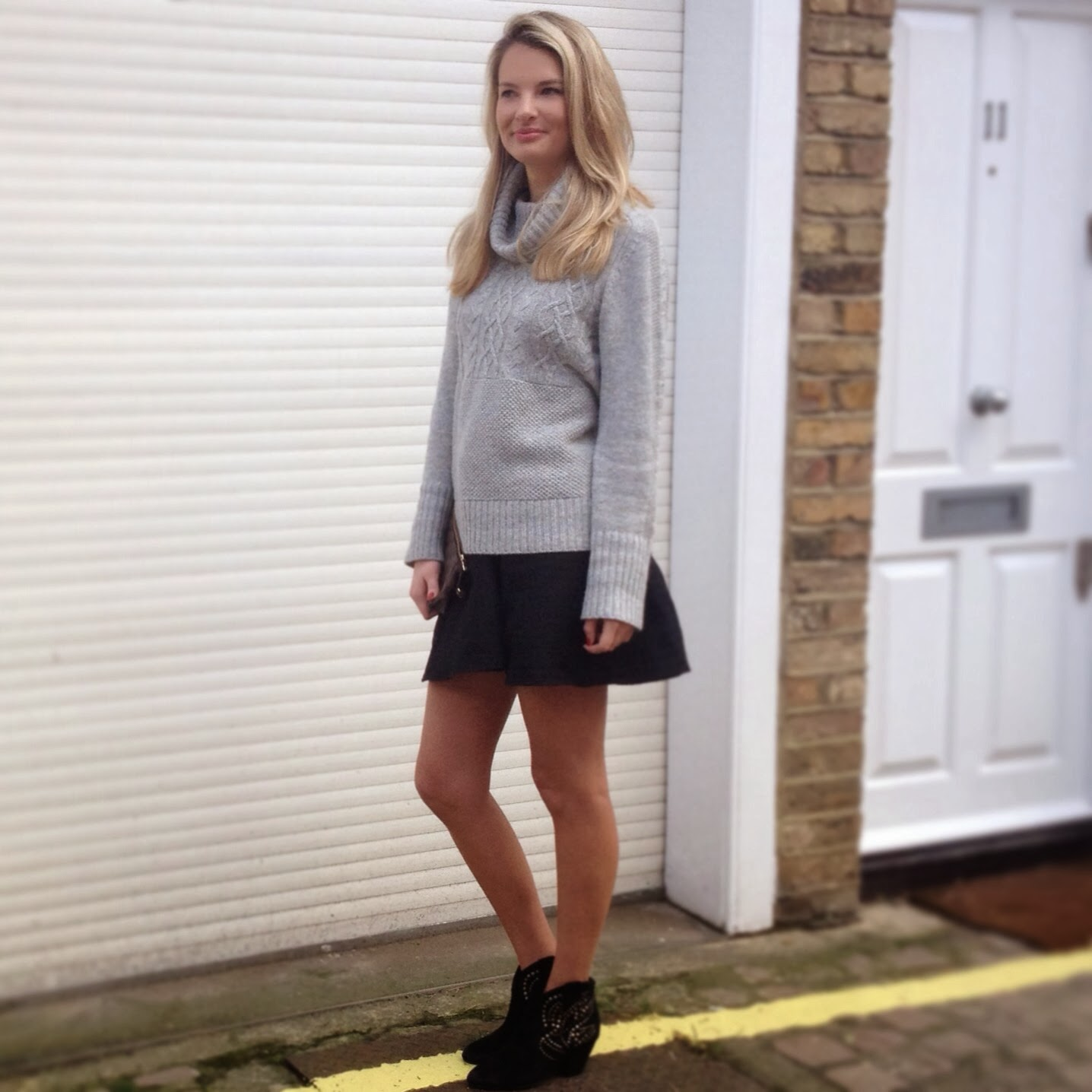 turtleneck jumper, grey jumper, gap jumper, grey gap jumper, knitted jumper, grey knitted jumper, jumper and skirt, knitted jumper and skirt, skater skirt, asos skirt, asos skater skirt, skirt and booties, ash booties, black booties, black booties and skirt, flared skirt, short skirt, black short skirt