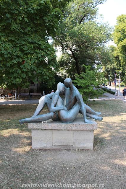 socha Milenců // statue of lovers